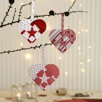 Des paniers en forme de coeur, tressés avec du papier à motif de chez Vivi Gade