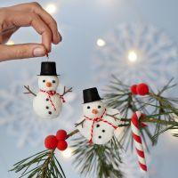 Bonhommes de neige en pâte Foam Clay à suspendre et sucres d'orges et baies en pâte Silk Clay