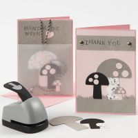 Des cartes de voeux décorées de champignons poinçonnés dans du papier imitation cuir