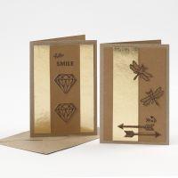Des cartes de voeux décorées avec du papier imitation cuir poinçonné et un pyrograveur