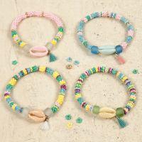 Bracelets avec des coquillages colorés et un pompon