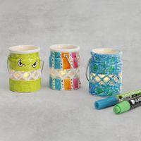 Des lanternes de porcelaine décorées avec des feutres pour verre et porcelaine
