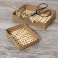 Fabriquez des plateaux en papier imitation cuir, décorés avec du rotin