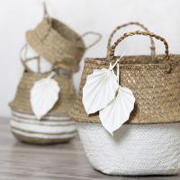 Panier en jonc de mer décoré avec de la peinture acrylique et des feuilles faites en papier imitation cuir