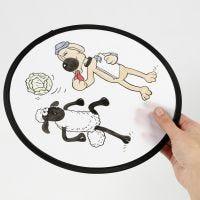 Un frisbee Shaun le Mouton décoré avec des feutres textile