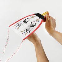 Un avion à lancer Shaun le mouton décoré avec des feutres textiles