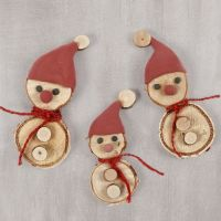 Elves made from wooden discs with a Silk Clay elf's hat