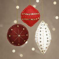 Décorations de Noël en feutrine avec perles et broderies
