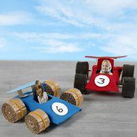 Des voitures de course faqites à partir de tubes de carton