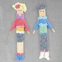 Figurines fabriquées à partir de bâtonnets de glace et de pâte Foam Clay avec un aimant
