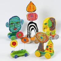 Sculptures sur roues en carton recyclé et bandes plâtrées