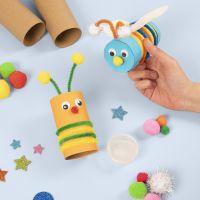 Des insectes fabriqués à partir de tubes en carton décorés avec du matériel de base pour les loisirs créatifs