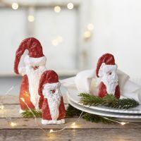 Un Père Noël en bois recouvert de bande plâtrée