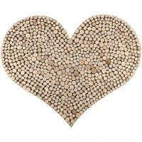 Un grand coeur avec un motif à base de disques en bois