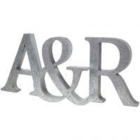 Des initiales peintes et décorées de paillettes
