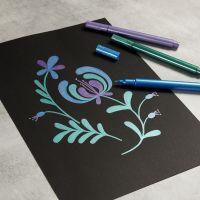 Dessinez avec des feutres métalliques sur du papier noir
