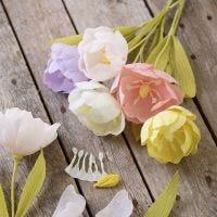 Une tulipe en papier crépon